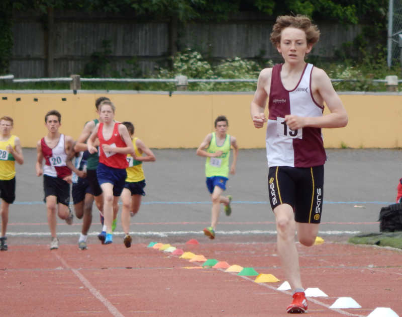Robbie leads the 1500m's in convincing style.